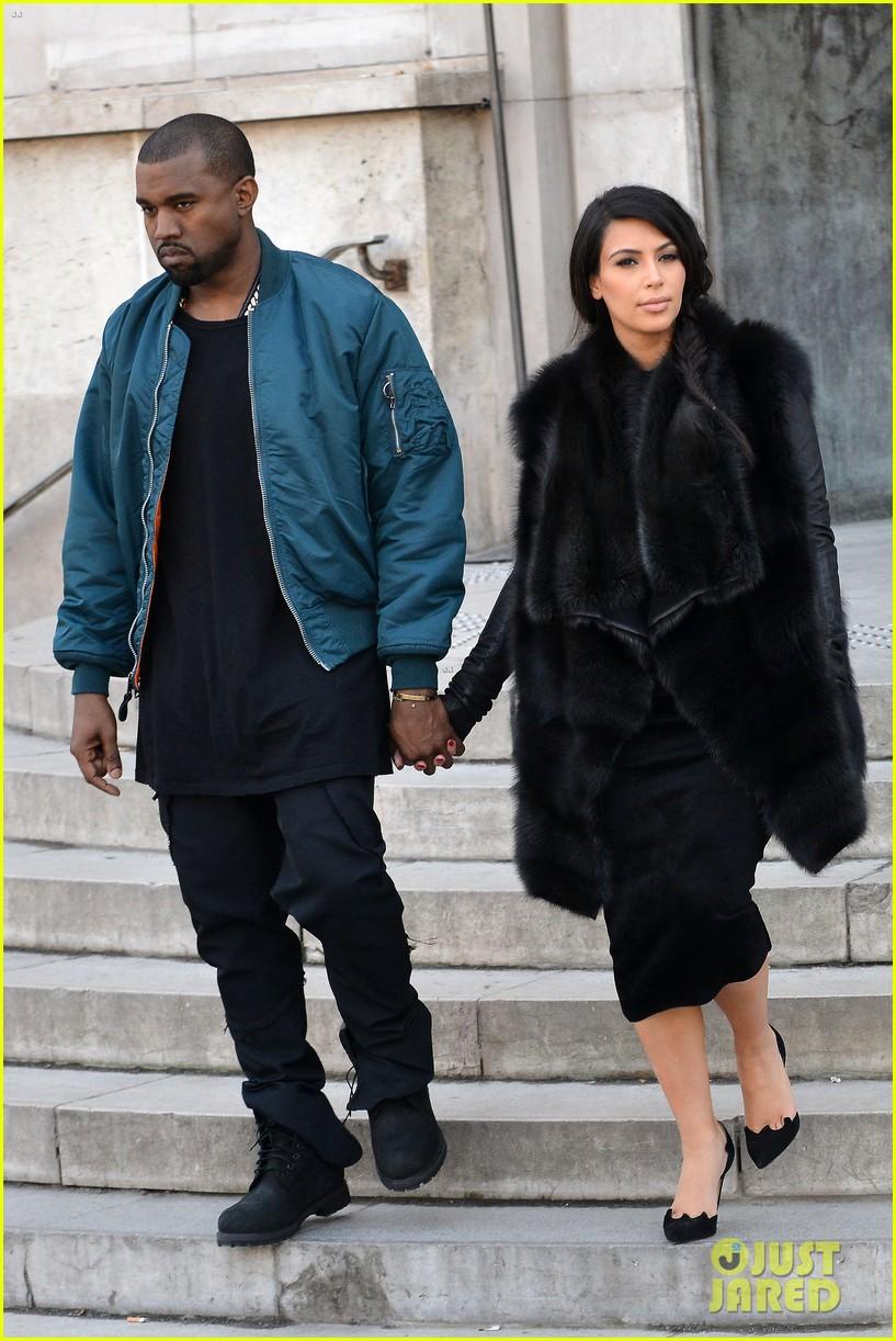 pregnant kim kardashian kanye west palais de tokyo visit 11
