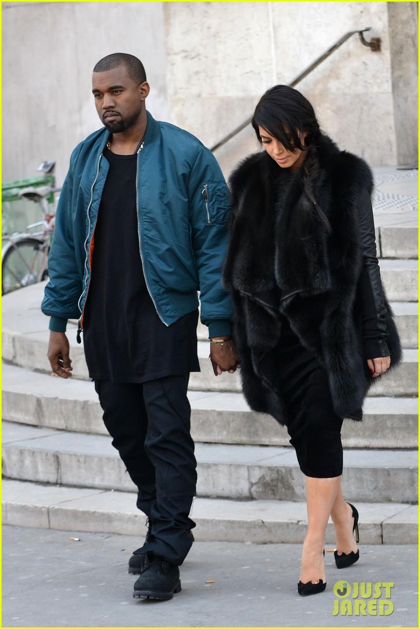 pregnant kim kardashian kanye west palais de tokyo visit 132824808