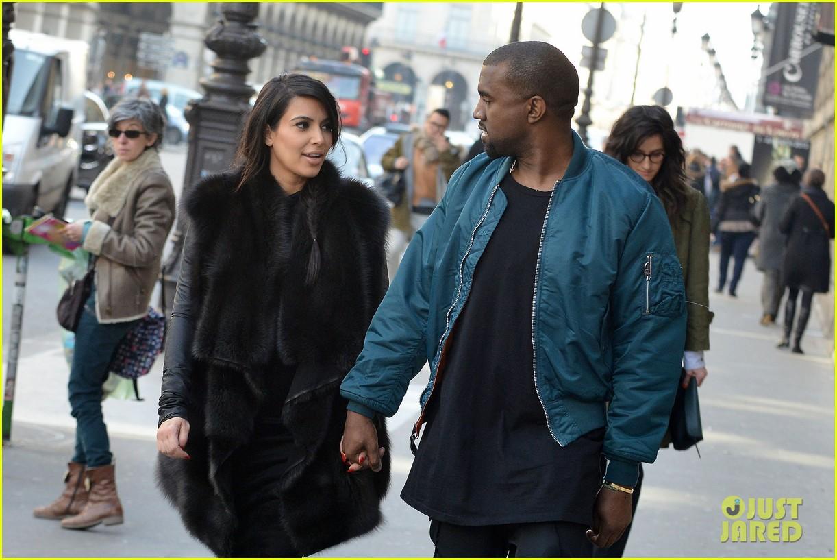 pregnant kim kardashian kanye west palais de tokyo visit 172824812
