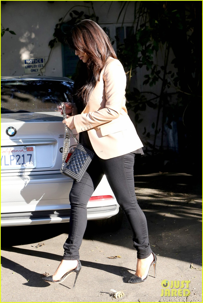 kim kardashian loves expectant mom parking spots 282823294