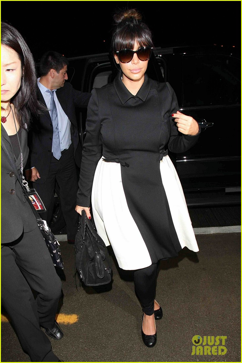 kim kardashian shows off acupuncture face 052837856