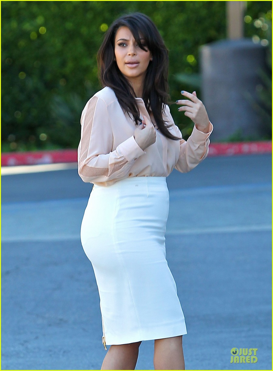 pregnant kim kardashian vampire facial 022829494