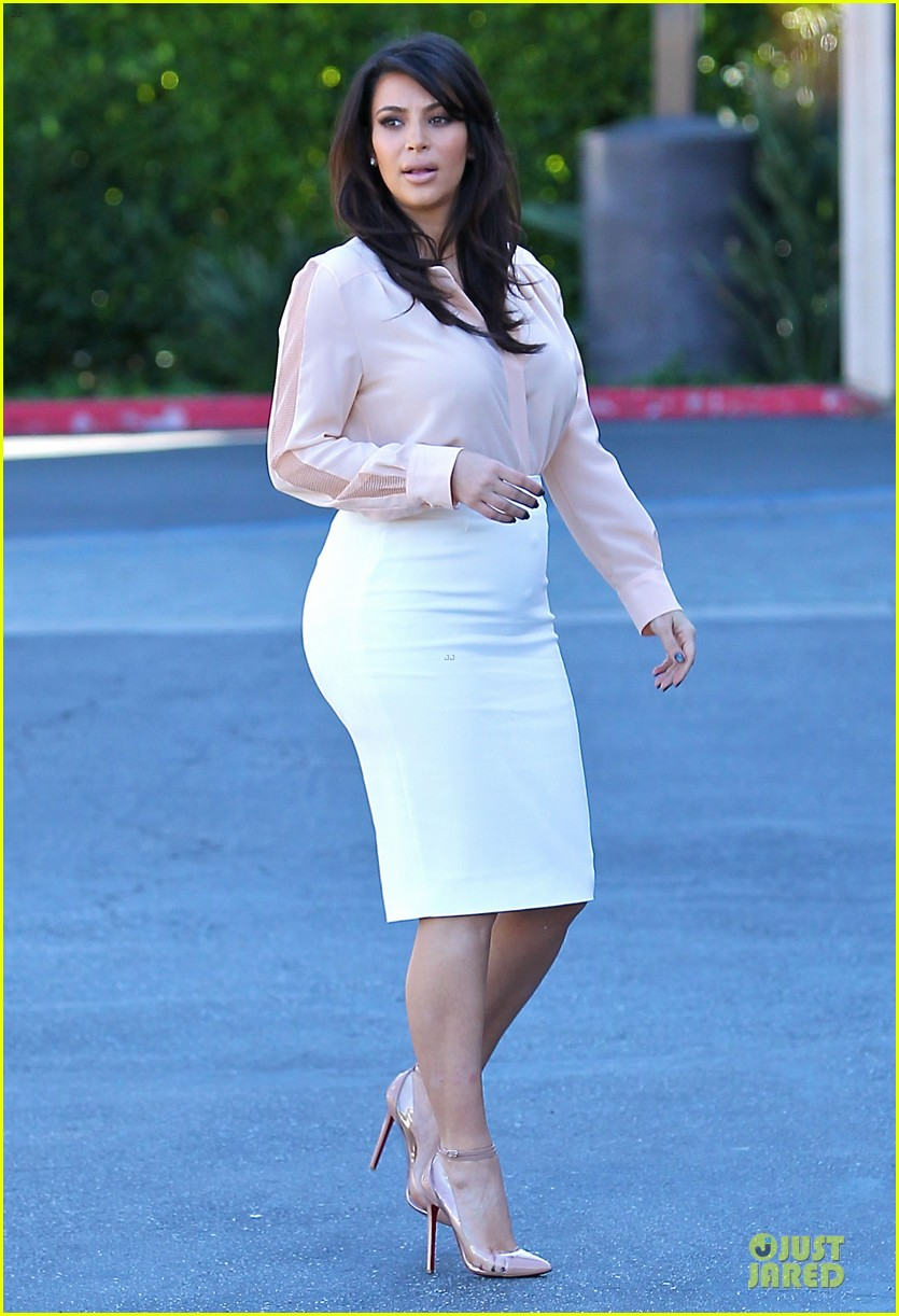 pregnant kim kardashian vampire facial 032829495