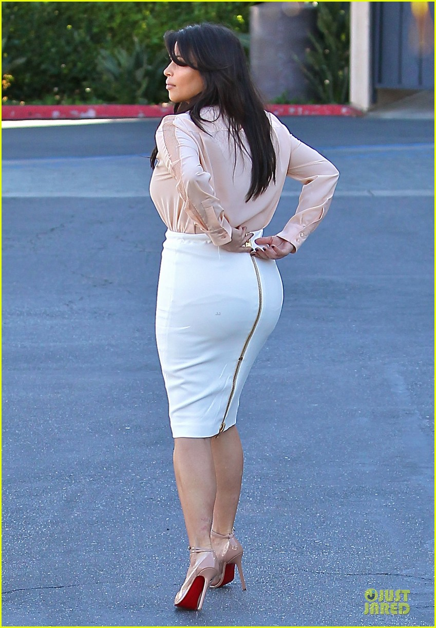pregnant kim kardashian vampire facial 062829498