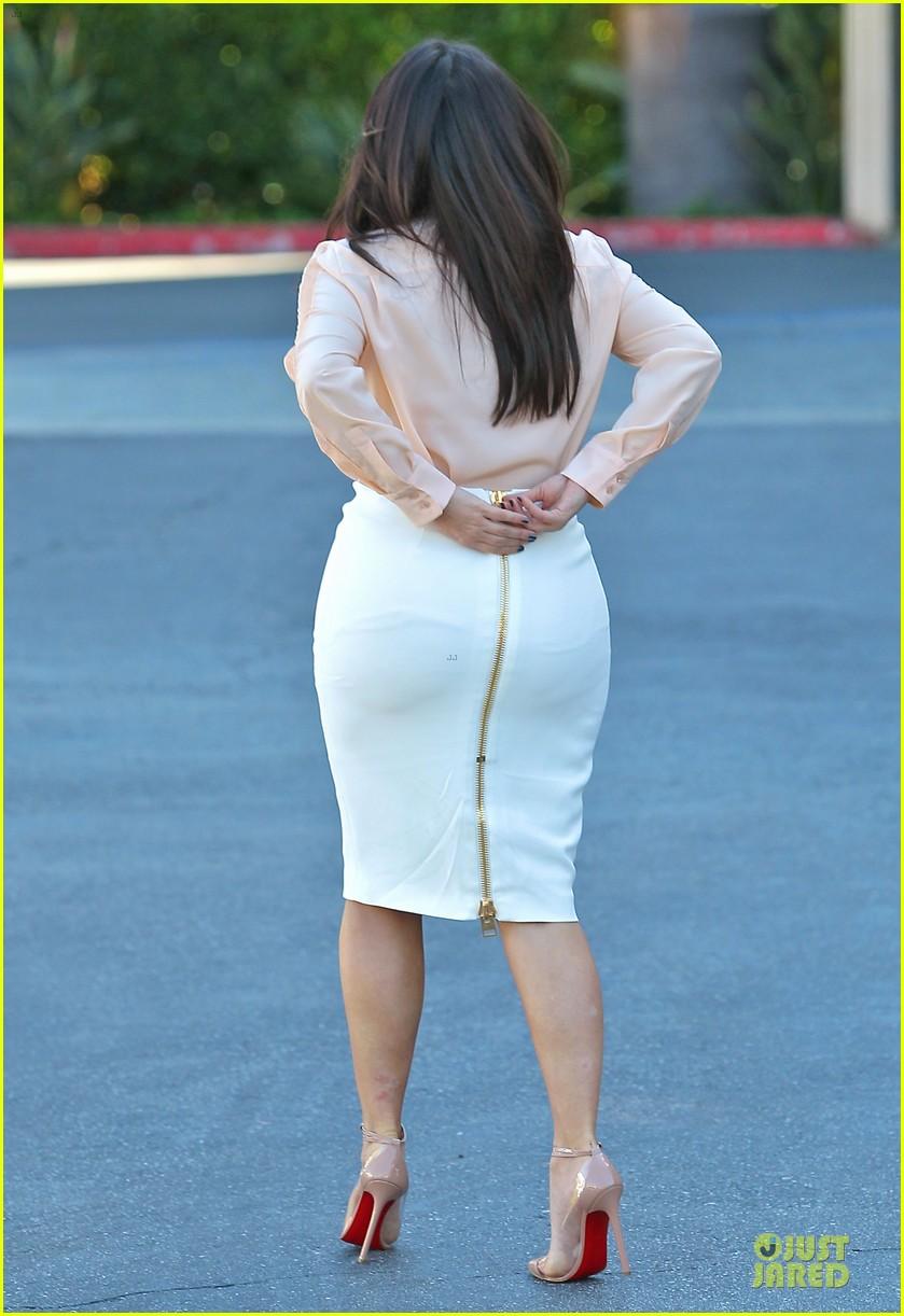pregnant kim kardashian vampire facial 07