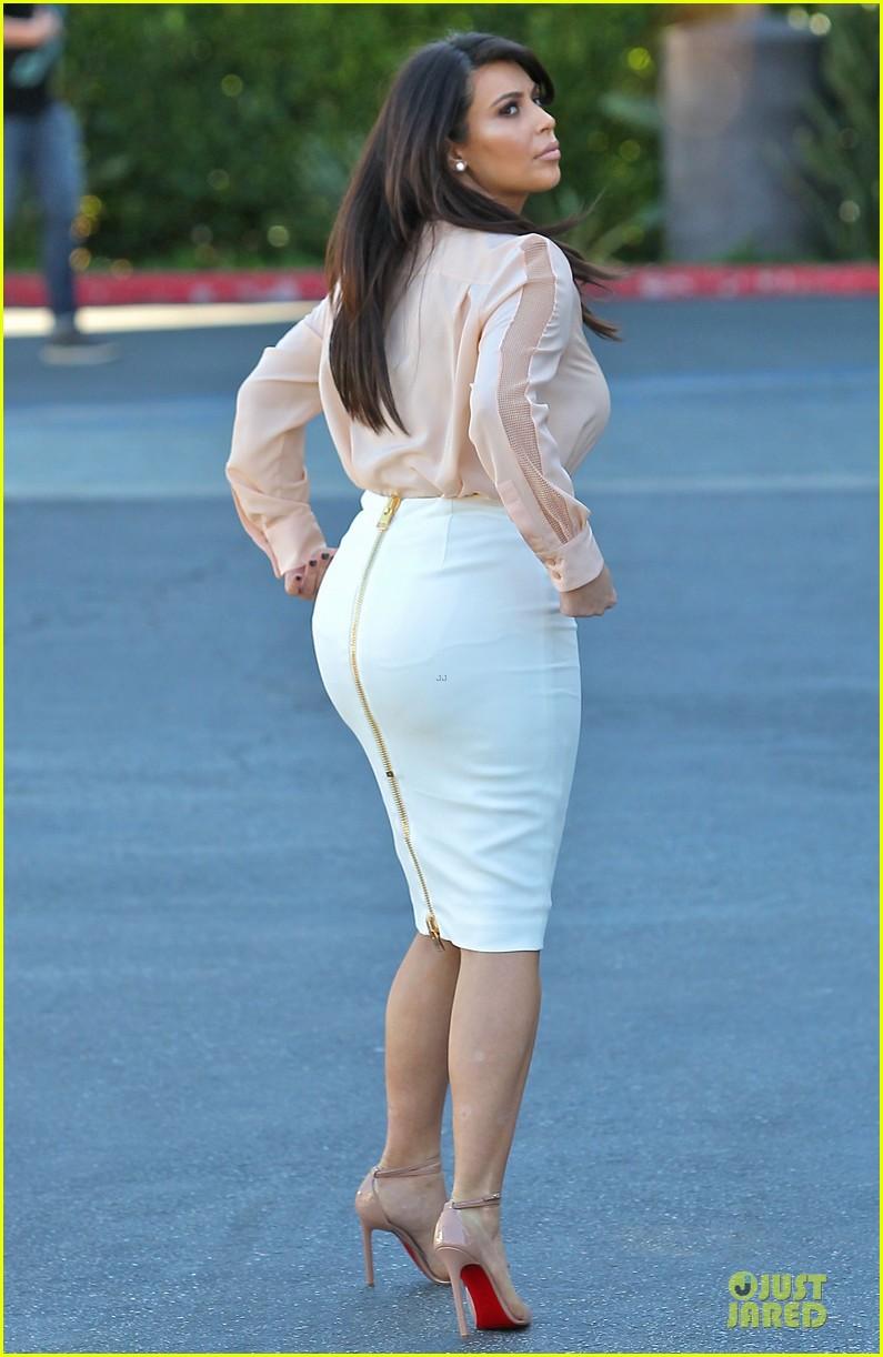 pregnant kim kardashian vampire facial 102829502