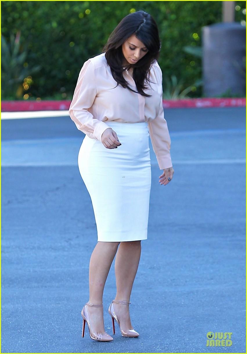 pregnant kim kardashian vampire facial 112829503