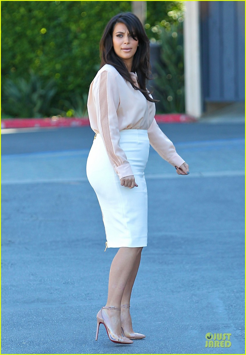 pregnant kim kardashian vampire facial 132829505