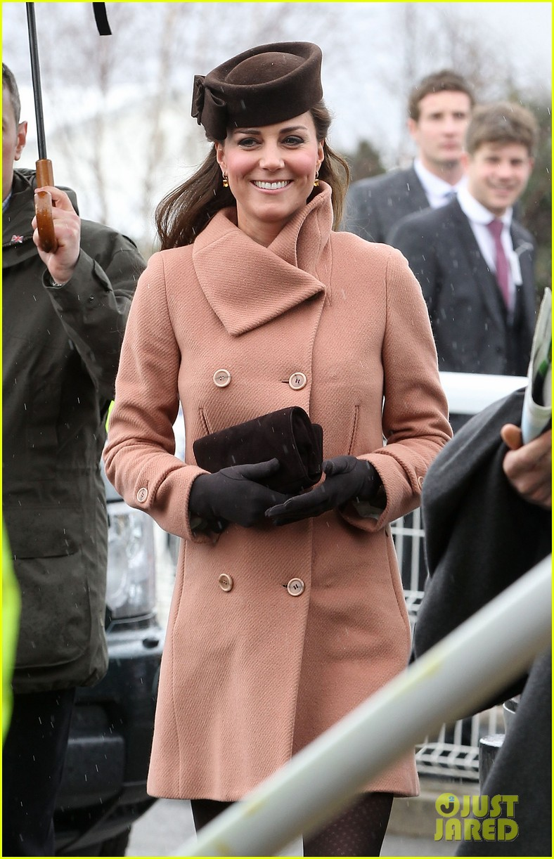 kate middleton pregnant cheltenham visit with prince william062831103