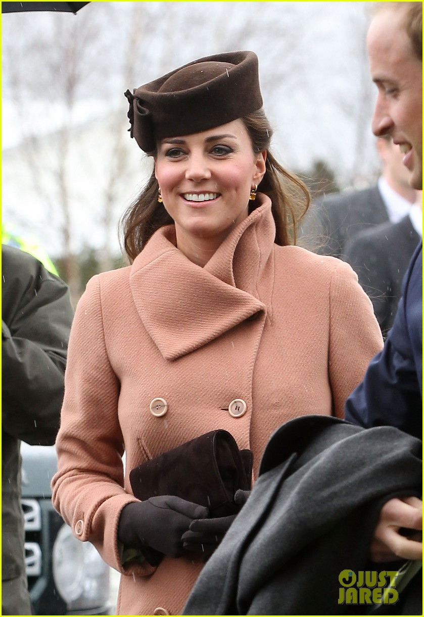 kate middleton pregnant cheltenham visit with prince william072831104