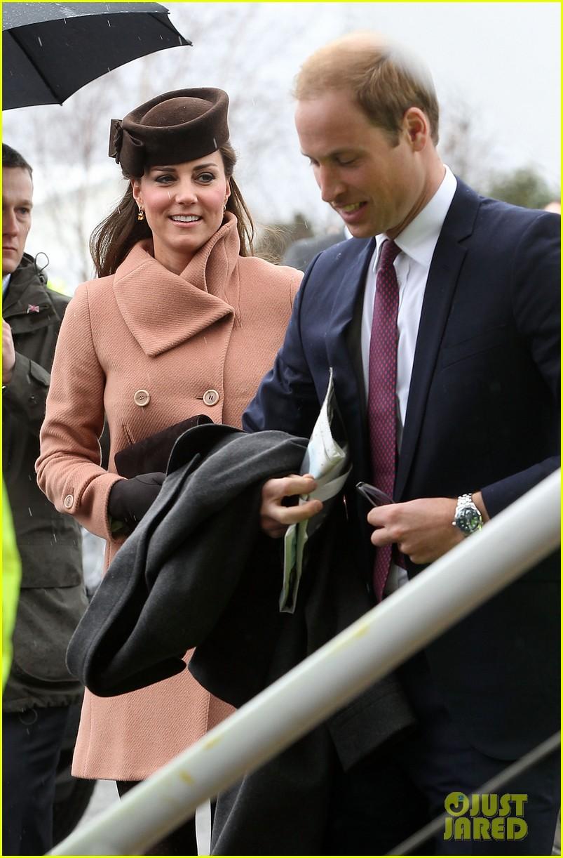 kate middleton pregnant cheltenham visit with prince william082831105