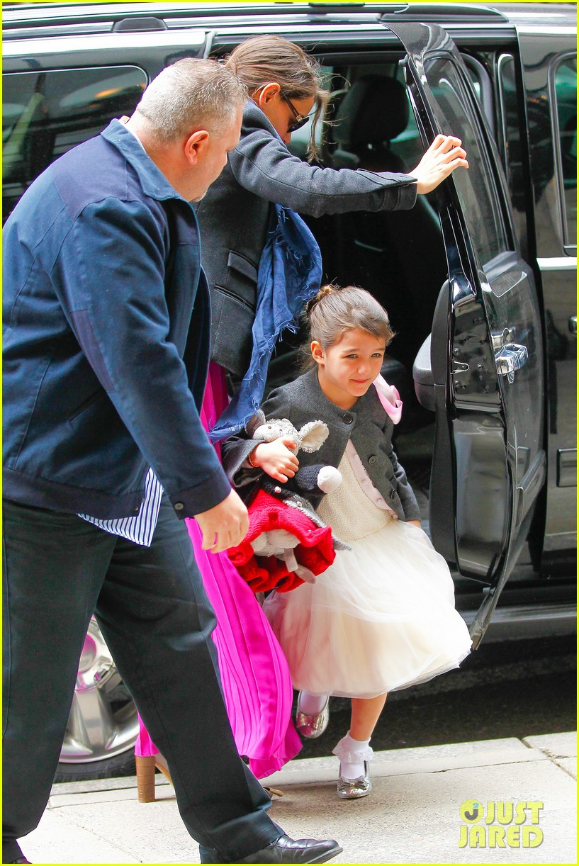 katie holmes easter party with suri 032841080