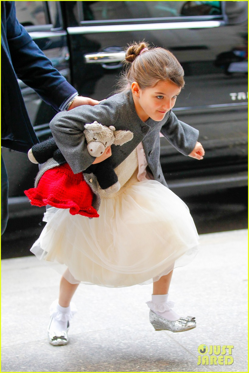 katie holmes easter party with suri 042841081