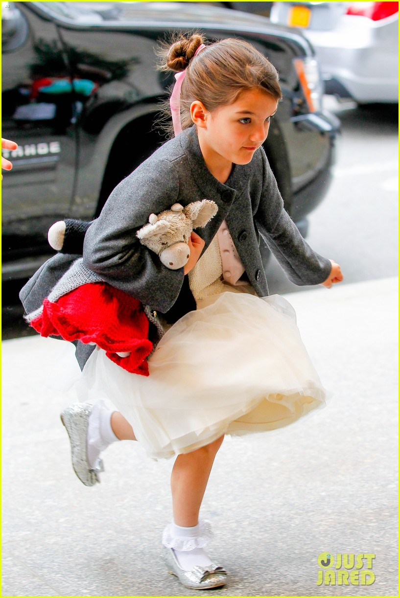katie holmes easter party with suri 082841085