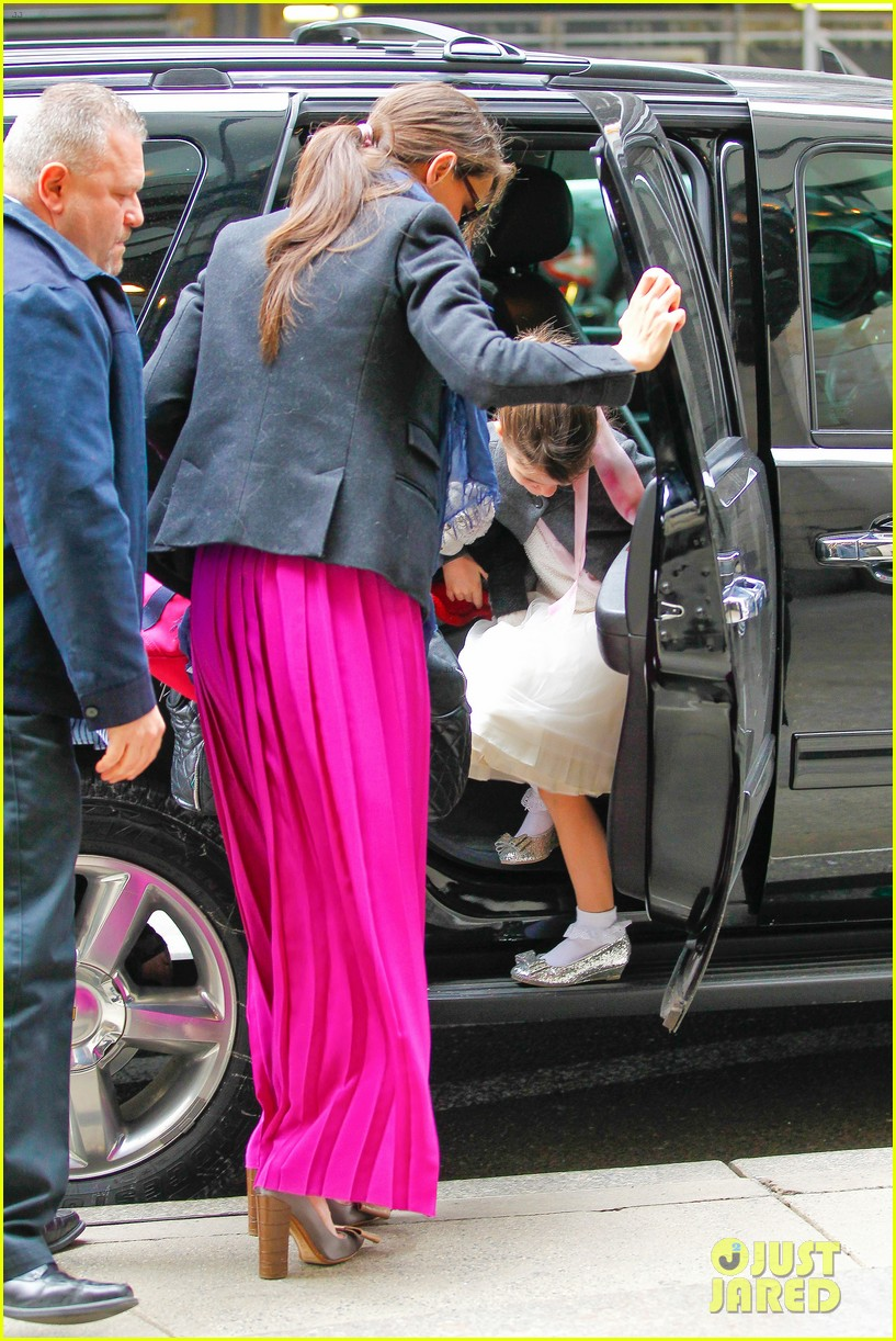 katie holmes easter party with suri 092841086