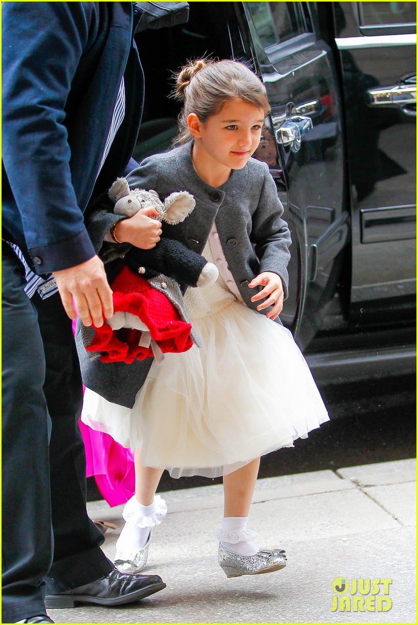 katie holmes easter party with suri 152841092