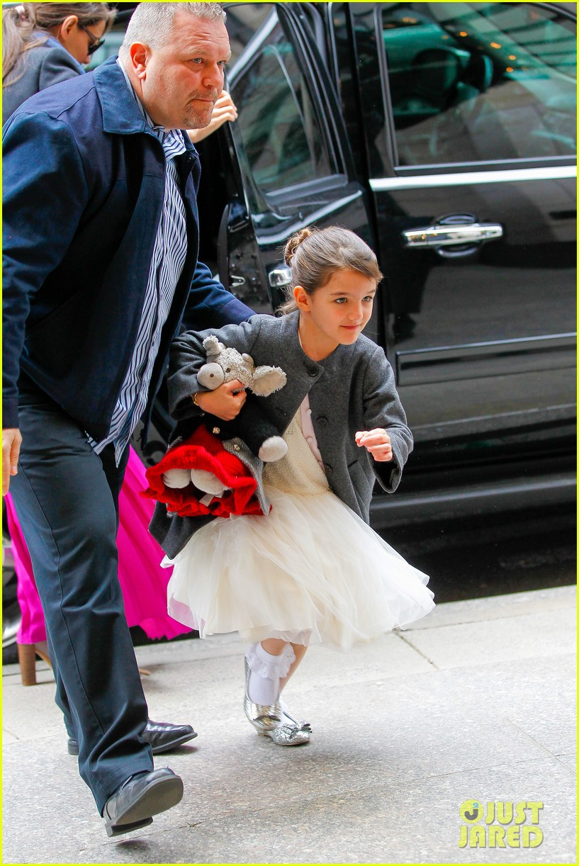 katie holmes easter party with suri 172841094