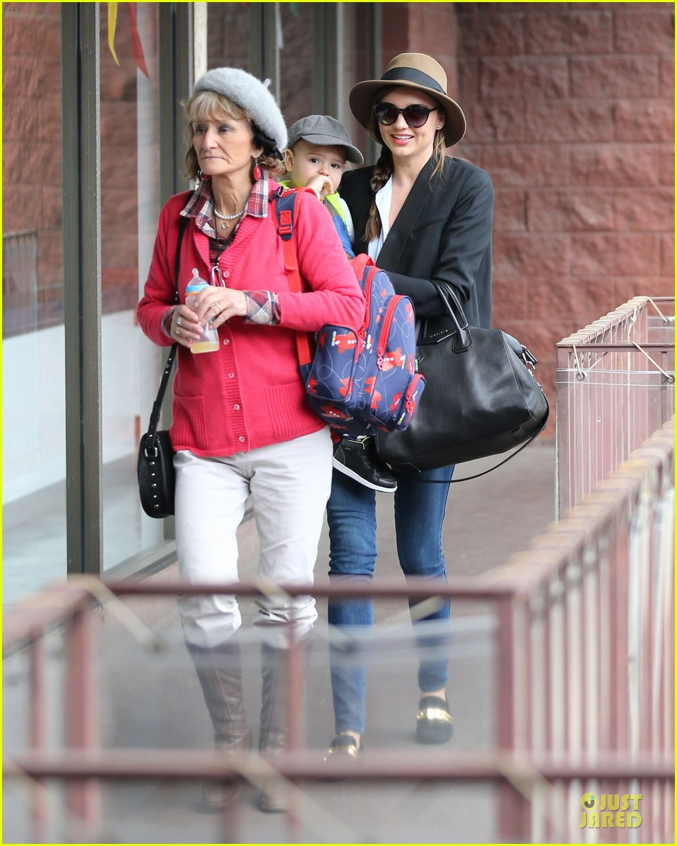 miranda kerr flynn gym stop wtih orlando bloom mother sonia 03
