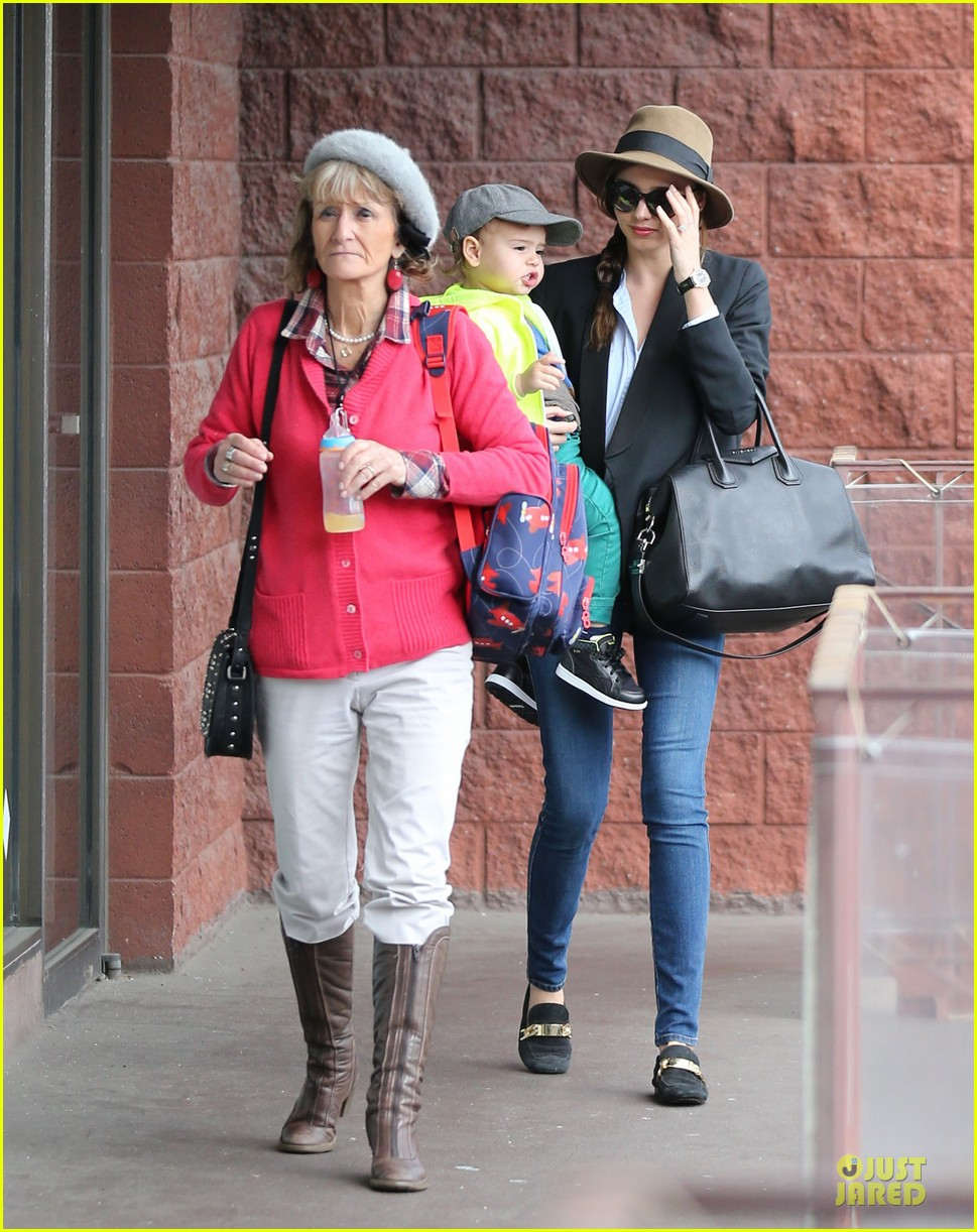 miranda kerr flynn gym stop wtih orlando bloom mother sonia 102824895