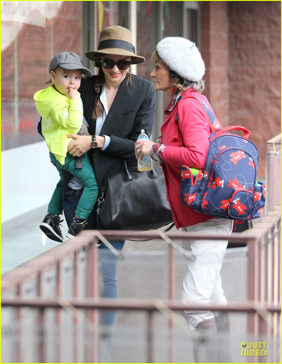 miranda kerr flynn gym stop wtih orlando bloom mother sonia 112824896