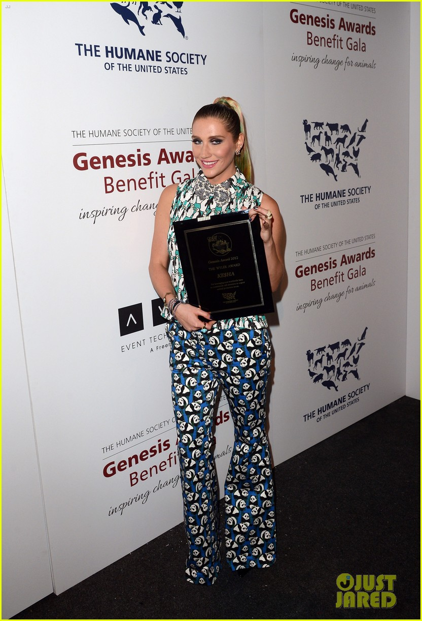 kesha kaley cuoco genesis awards gala 2013 122836756