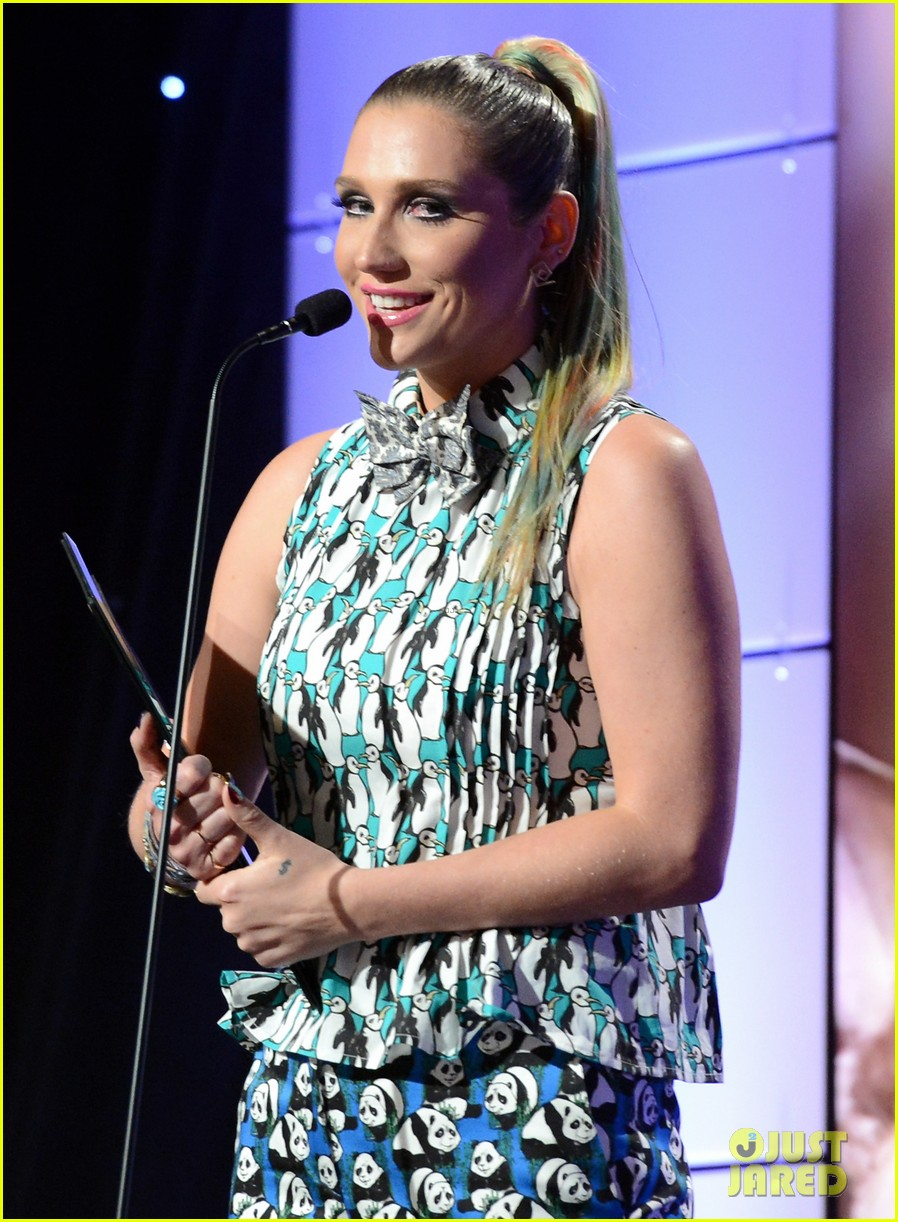 kesha kaley cuoco genesis awards gala 2013 22