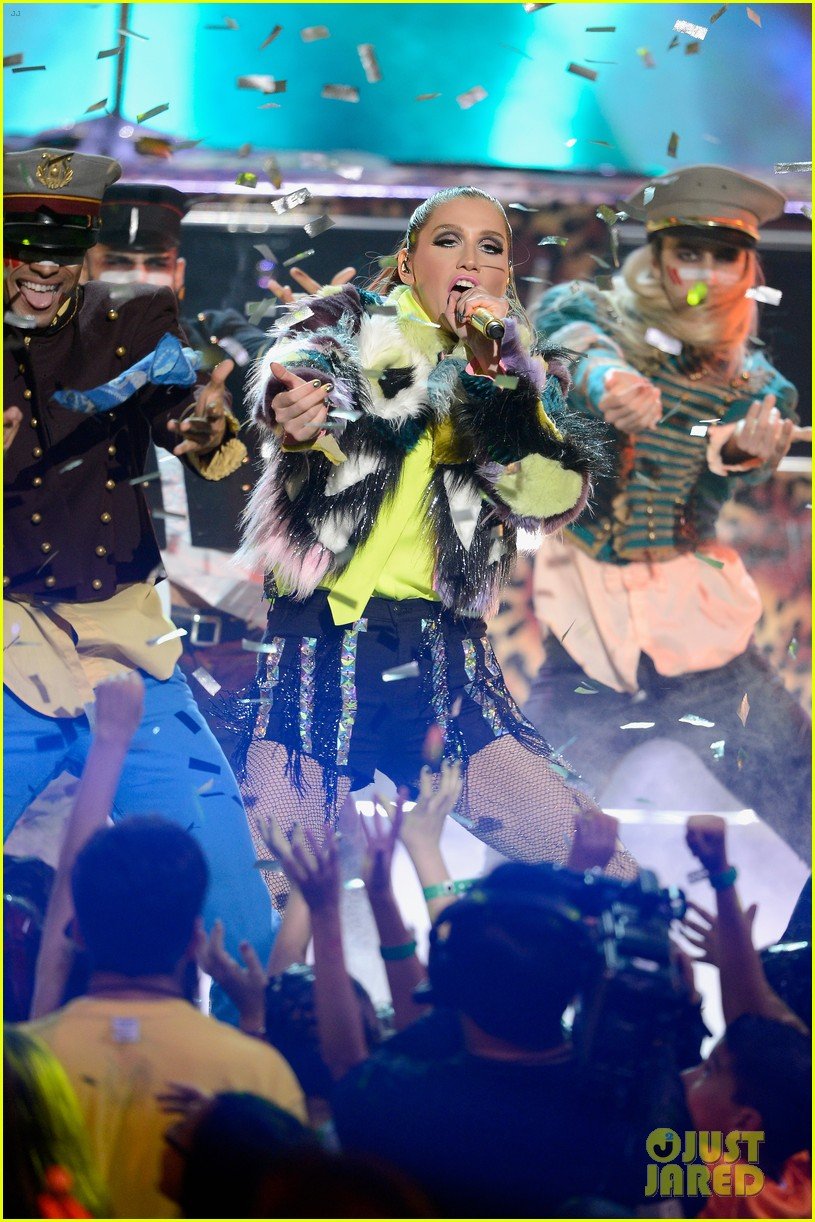 kesha cmon performance at kids choice awards 2013 062836601
