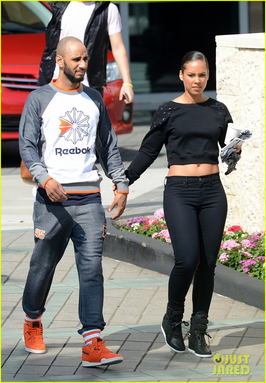 alicia keys swizz beatz holding hands in miami 162837786