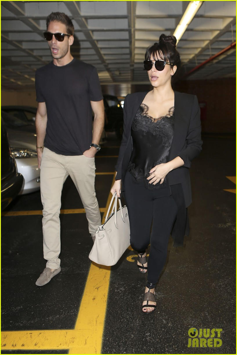 kim kardashian in love with khloe lamar odoms new puppy 012831191