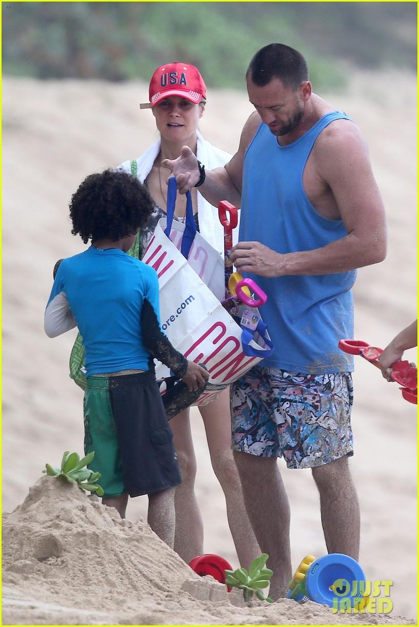 heidi klum martin kirsten hawaii beach day with the family 052838115