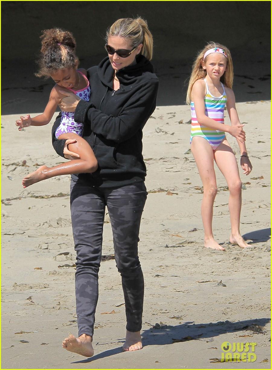 heidi klum martin kirsten beach day with the kids 31