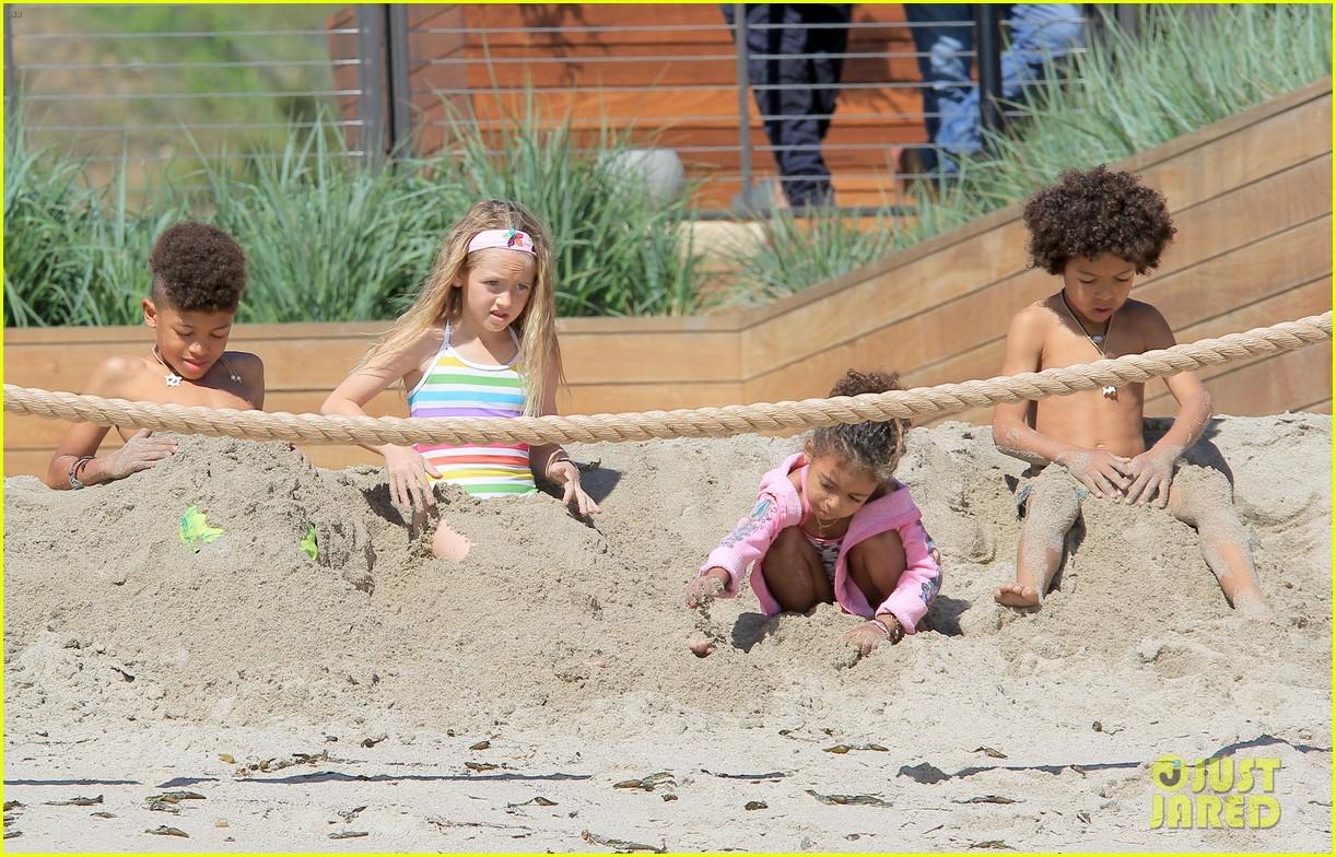 heidi klum martin kirsten beach day with the kids 362828755