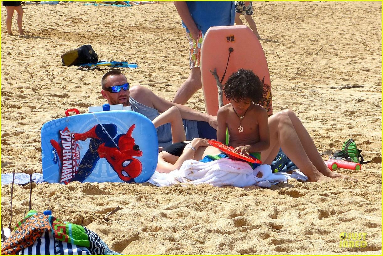heidi klum martin kirsten beach picnic with the kids 022840308