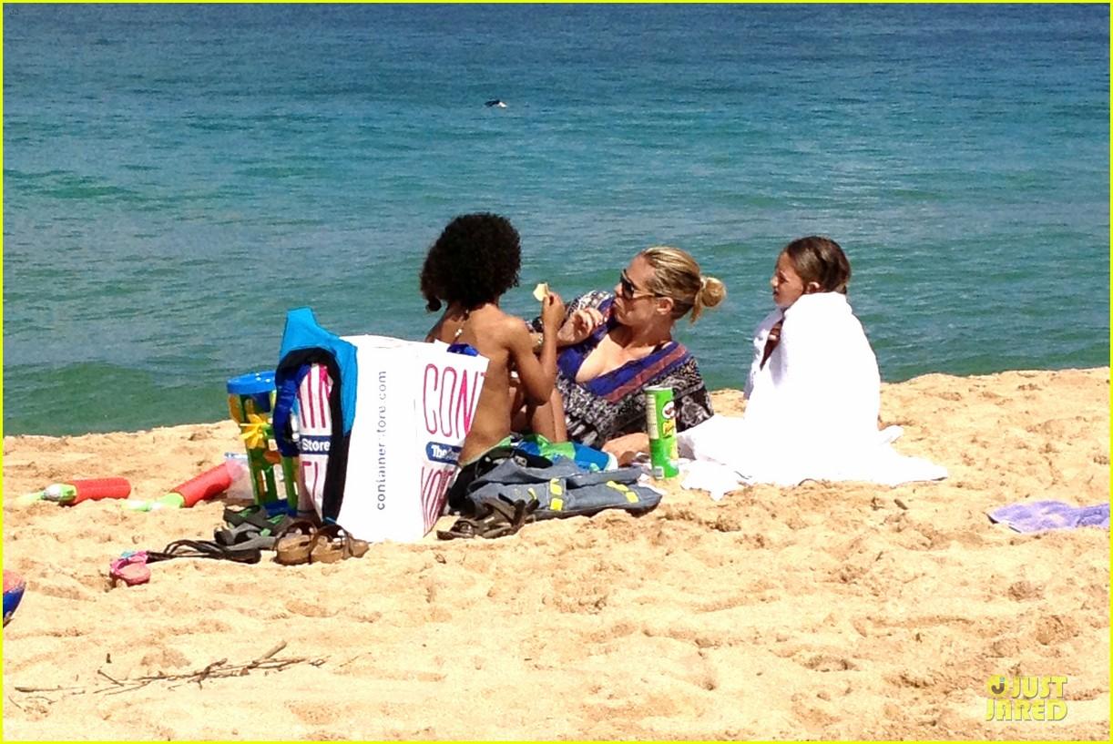 heidi klum martin kirsten beach picnic with the kids 052840311