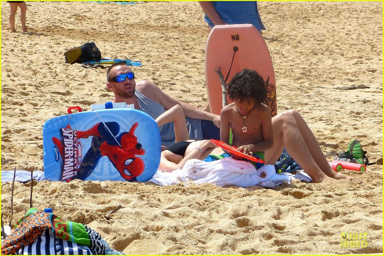 heidi klum martin kirsten beach picnic with the kids 122840318