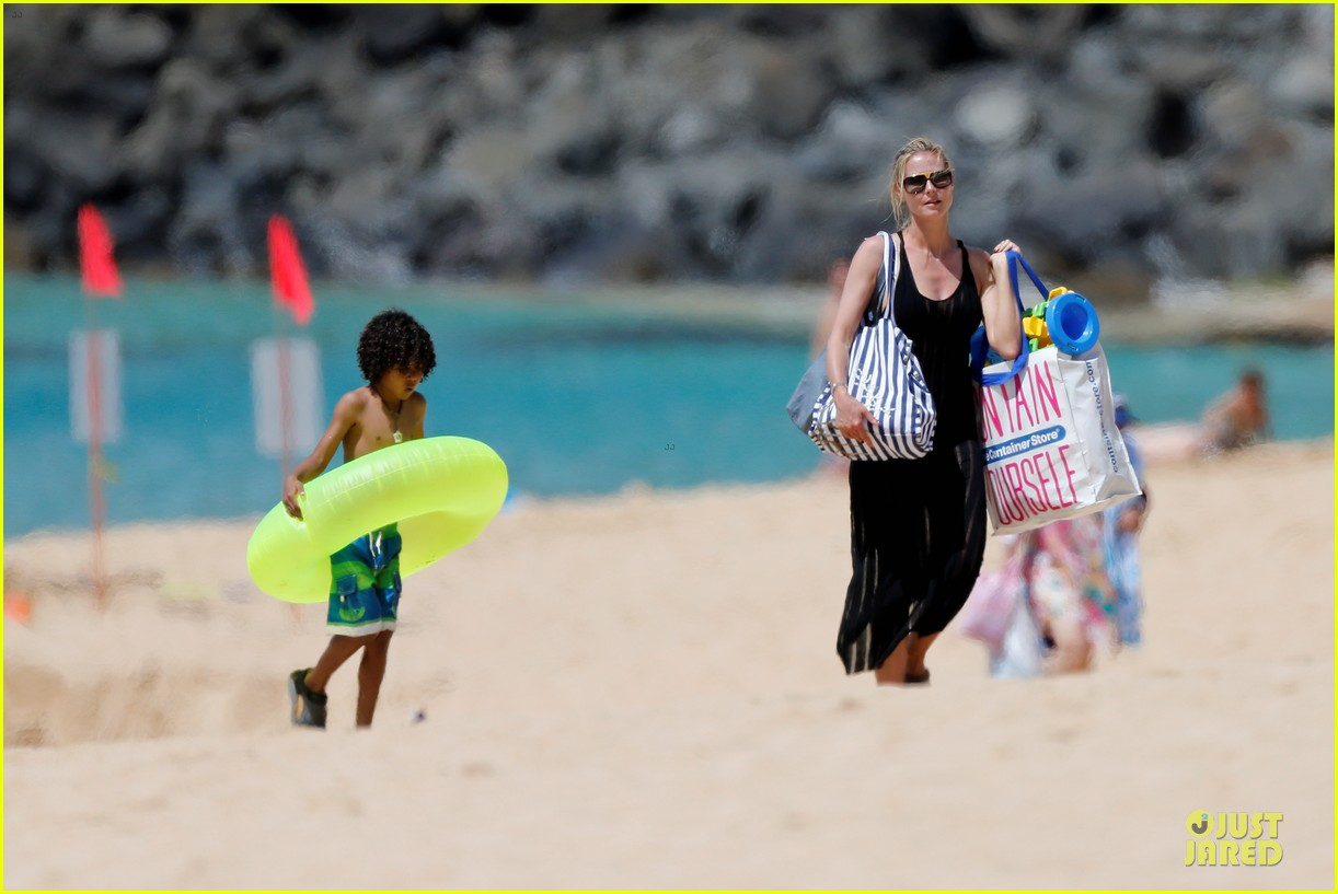 heidi klum martin kirsten beach picnic with the kids 142840320
