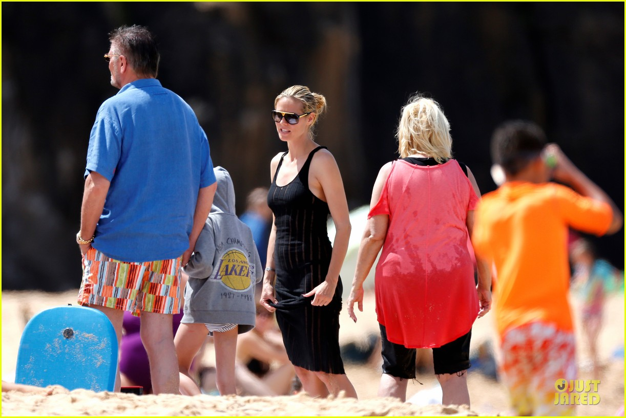 heidi klum martin kirsten beach picnic with the kids 252840331