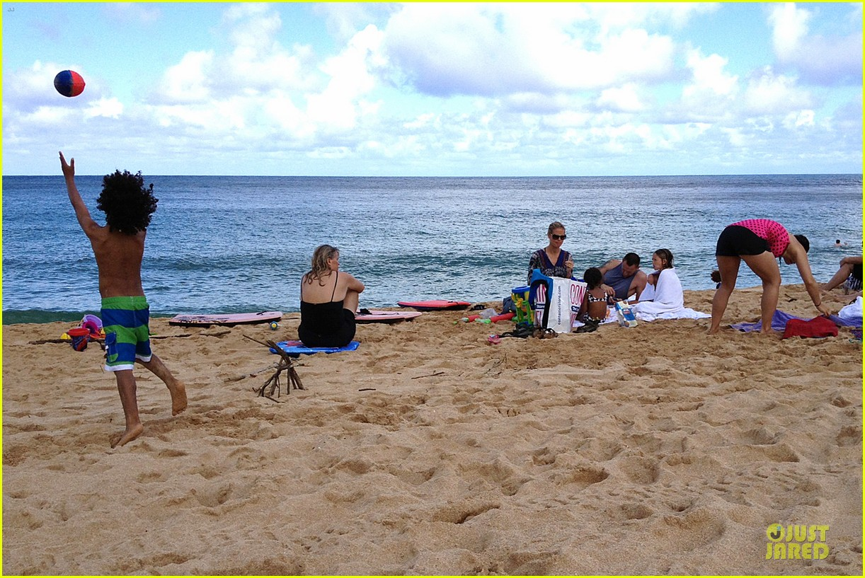 heidi klum martin kirsten beach picnic with the kids 312840337
