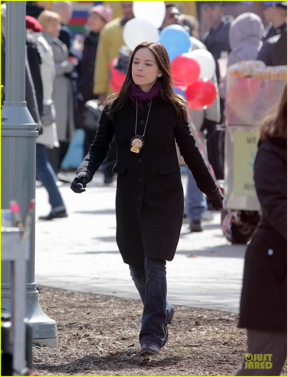 kristin kreuk gun carrying beauty and the beast scene 072838017