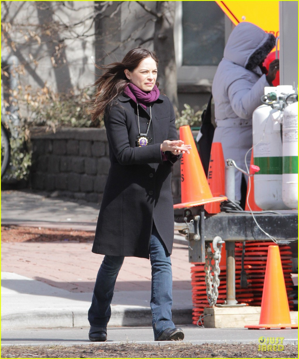 kristin kreuk gun carrying beauty and the beast scene 082838018