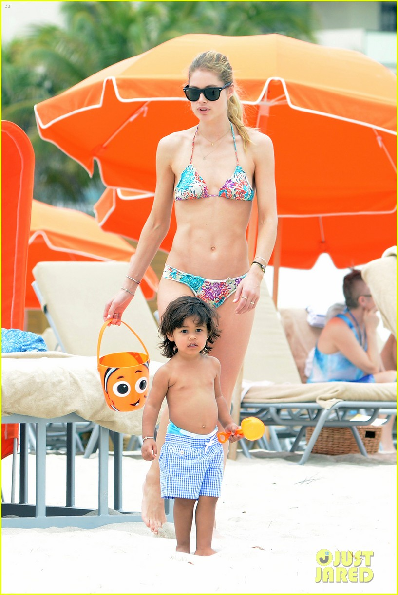 doutzen kroes sunnery james beach day with phyllon 032837743
