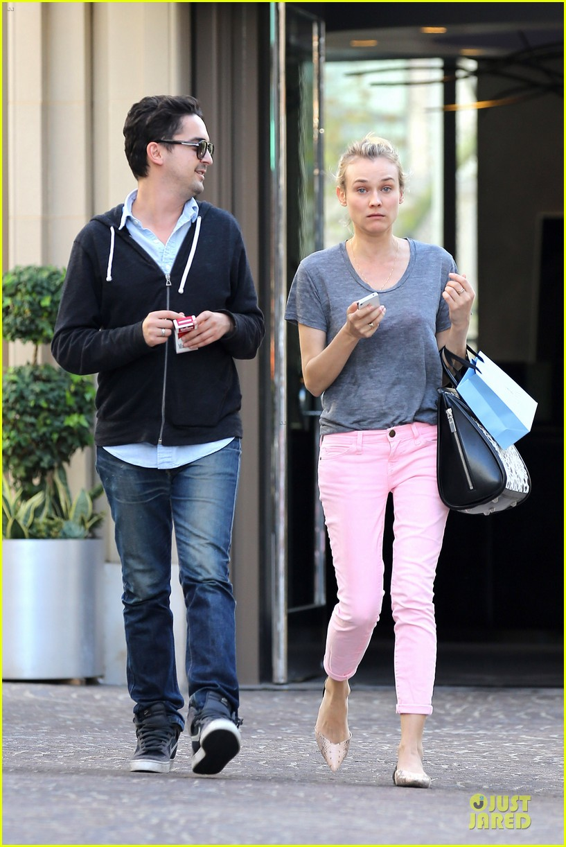 diane kruger pink shopping day 072829618