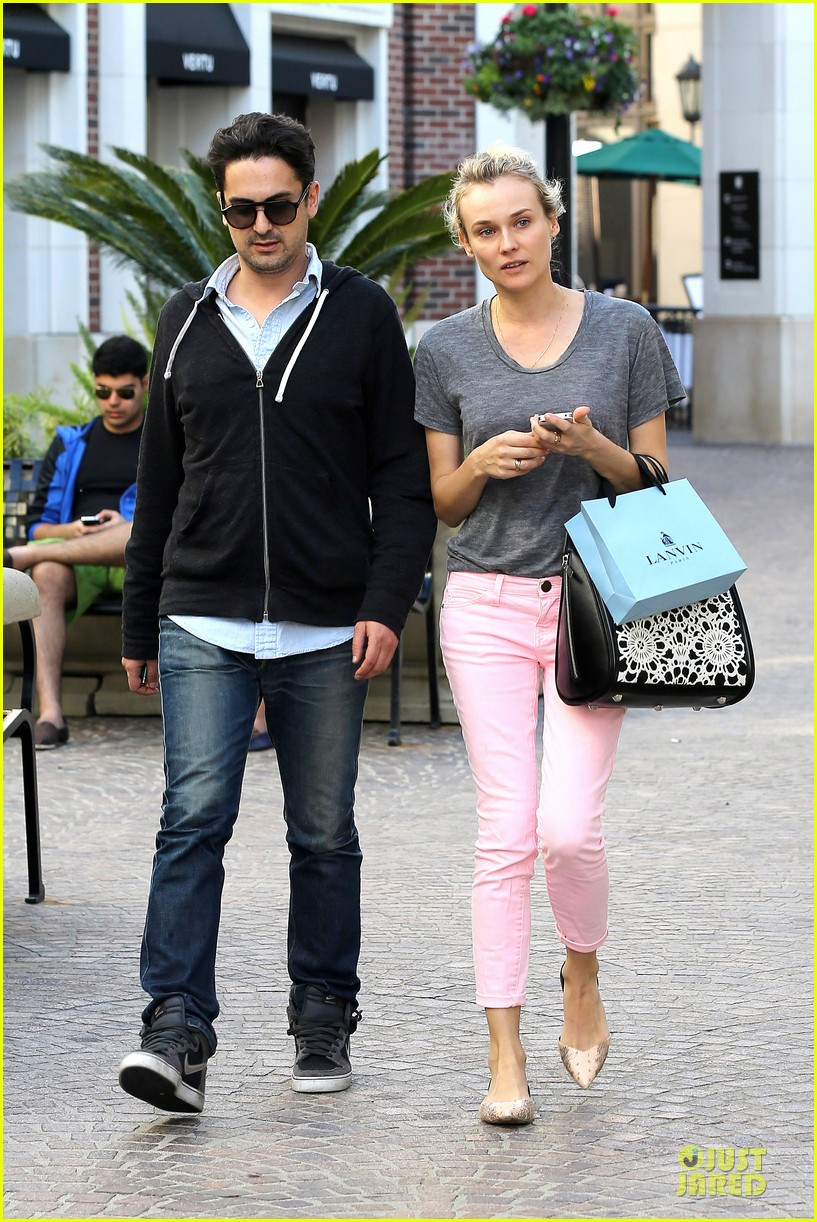 diane kruger pink shopping day 112829622