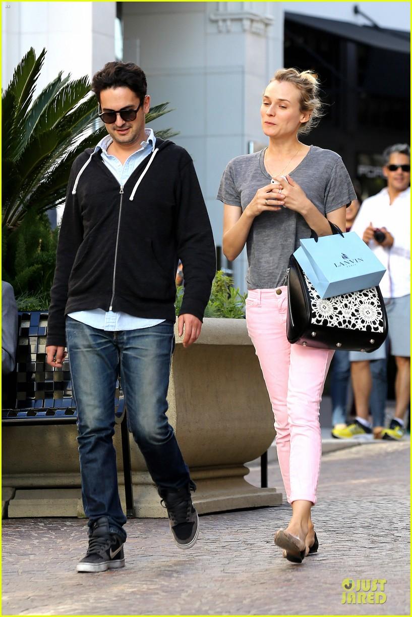 diane kruger pink shopping day 142829625