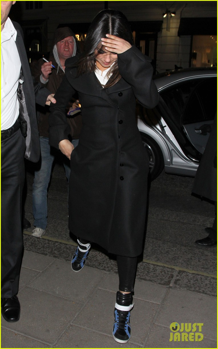 mila kunis rachel weisz oz press junket in london 072823248
