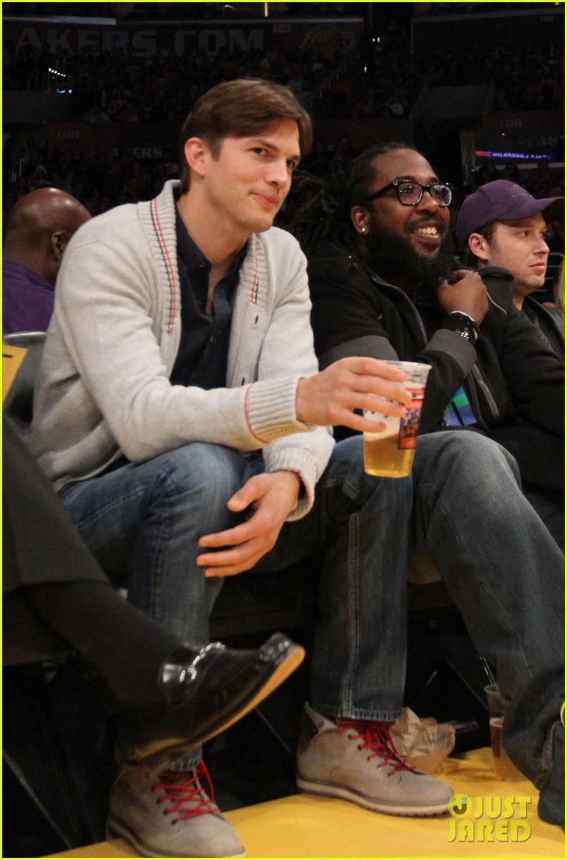 ashton kutcher court side lakers game 102823060