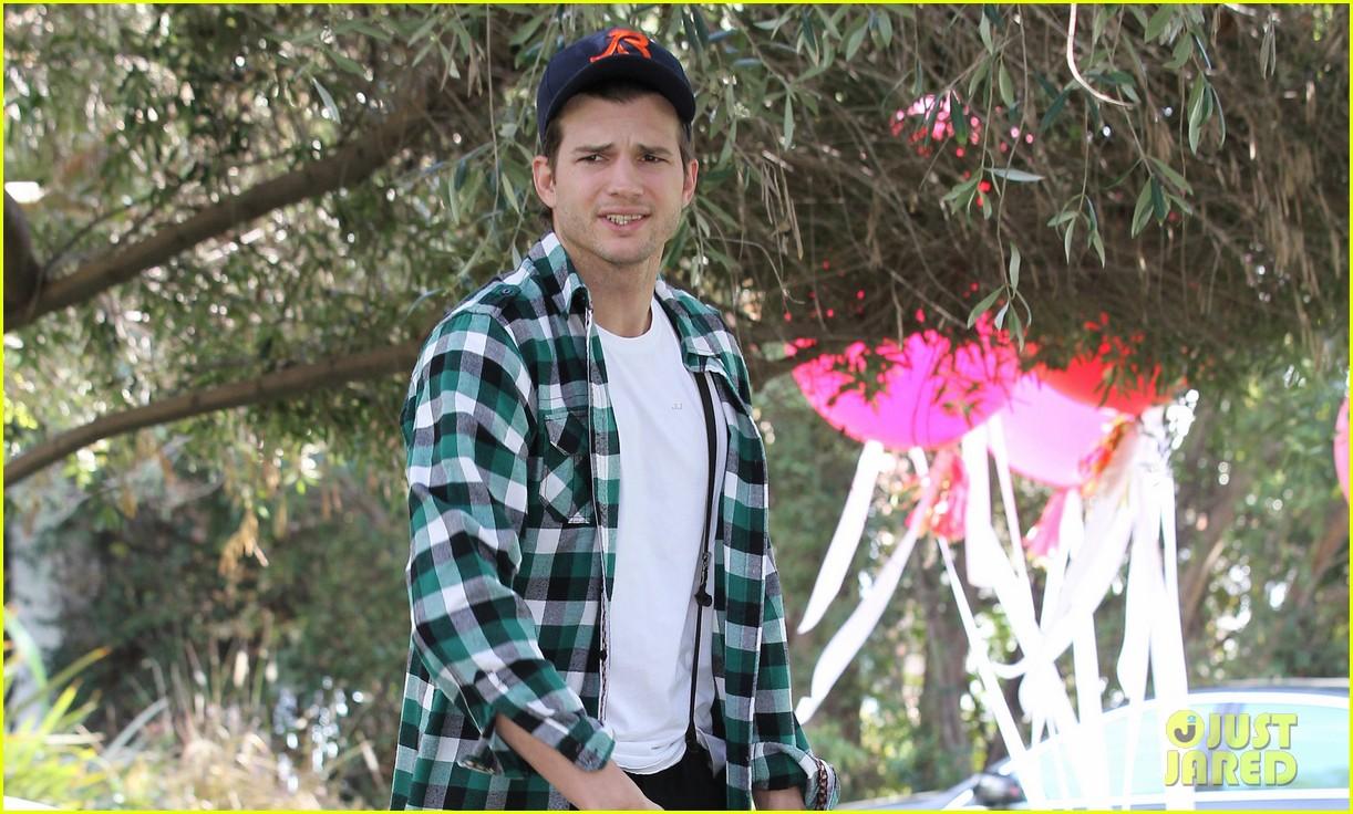 ashton kutcher jobs release date pushed back 022832563