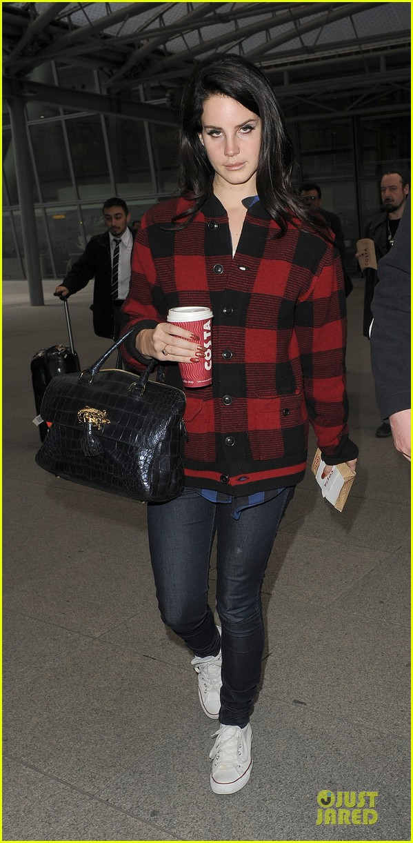 lana del rey london arrival after echo awards wins 012836194