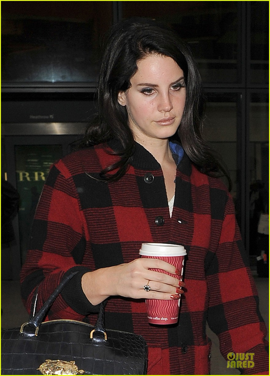 lana del rey london arrival after echo awards wins 022836195