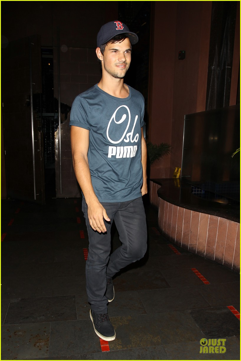 taylor lautner ashley benson fogo de chao friday dinner 01